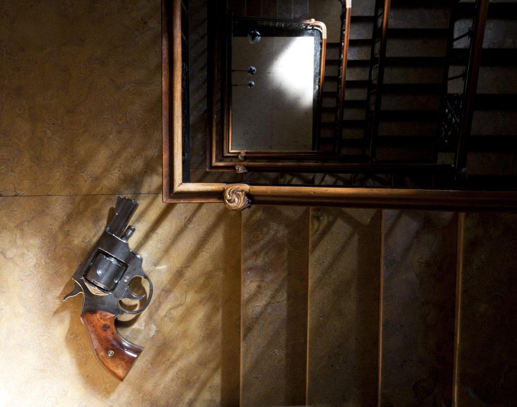 giorgio laveri mac ambientazione scale milano boomboom pistola revolver